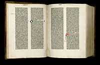 Image of the Gutenberg Bible open to pages 015 verso and 016 recto.