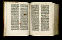 Image of the Gutenberg Bible open to pages 020 verso and 021 recto.